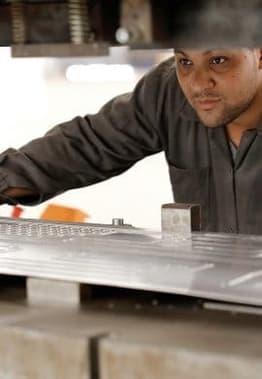 Roll Bond Evaporators worker